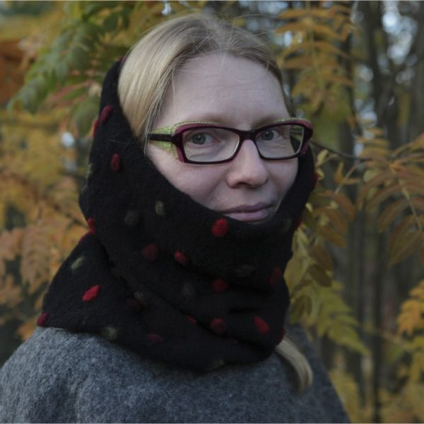 ArcticQueen® Woollen Infinity Scarves - black with red/green spots