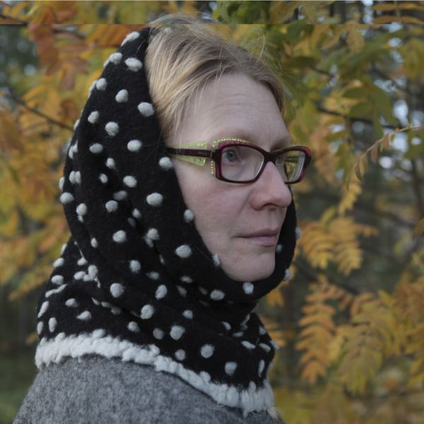 ArcticQueen® Woollen Infinity Scarves - black with white spots